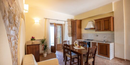 Appartamento con cucina e uscita sul terrazzino