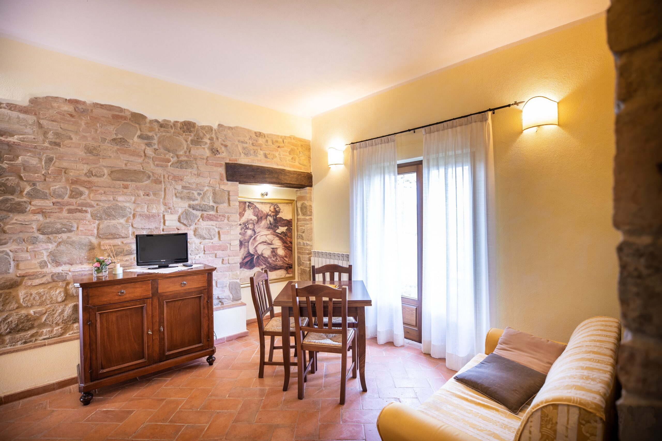 Appartamento con soggiorno e uscita sul terrazzino