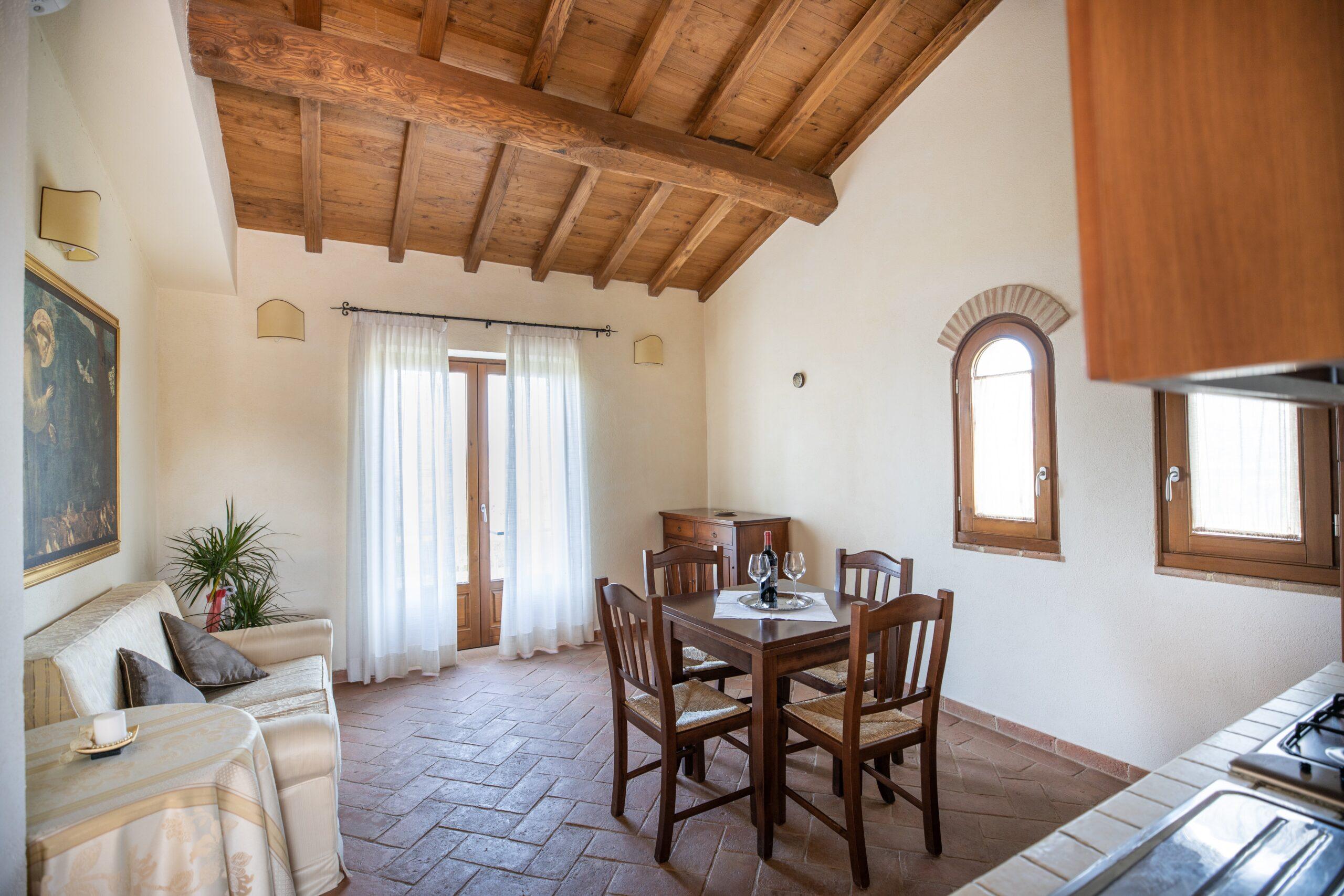 Appartamento con soffitto con travi a vista